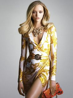 Love it! The necklace, the belt, the print and the total look! I almost never wear yellow -I'm too pale!- but this gold-yellow is simply gorgeous! I will only change the clutch for one in old-copper-gold... Lovely!