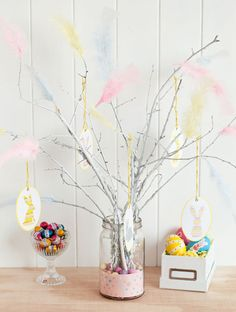 Birch twigs are seen all over Sweden at Easter, decorated with colourful feathers. These are called 'paskris' and are placed inside and outside homes. Easter Crafts, Holiday Crafts, Holiday Fun, Easter Decor, Easter Ideas, Hoppy Easter, Easter Bunny, Easter Season, Easter Traditions