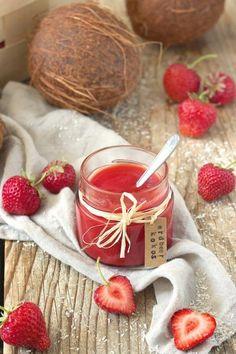 Leckere Erdbeer Kokos Marmelade // homemade strawberry coconut jam - quick and easy to make // Sweets & Lifestyle®️️ Blender Recipes, Jam Recipes, Chutneys, Coconut Jam, Kaya, Sweets Cake, Fruit Drinks, But First Coffee, World Recipes