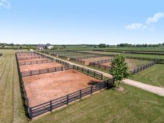 One of the Finest Southeast Wisconsin Commercial Equine Stables! Equestrian Stables, Horse Stables, Horse Farms, Horse Farm Layout, Horse Pens, Horse Paddock, Cattle Barn, Horse Barn Plans, Horse Fencing
