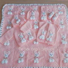 Otomatik alternatif metin yok. Crochet Baby Bibs, Crochet Panda, Baby Afghan Crochet, Afghan Crochet Patterns, Crochet For Beginners Blanket, Baby Knitting, Handmade Baby Blankets, Knitted Baby Blankets, Baby Set