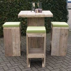 Another great set of Bar Stools from steigerhout. With care you can copy these fairly easily ; Car Furniture, Diy Furniture Projects, Pallet Furniture, Pallet Crafts, Diy Pallet Projects, Wood Projects, Wine Barrel Table, Pallet Designs, Lawn Chairs