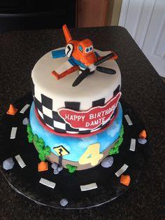 Disney Planes birthday cake with Dusty.  www.coleyscakes.com