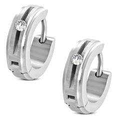 Boucles d'oreilles homme Zense tendances et modernes en acier inoxydable argenté avec arceau en finition satin et diamants brillants de Zirconium. Matière : acier inoxydable. Longueur : 1.30 cm. Largeur : 0.40 cm. Poids : 3.30 g. Référence : ZE0054.