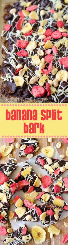 Banana Split Bark Banana Split Bark: Easy chocolate bark made with bananas, pineapples, strawberries, and peanuts. Candy Recipes, Sweet Recipes, Dessert Recipes, Fruit Recipes, Chocolate Bark, Chocolate Recipes, Healthy Desserts, Just Desserts, Candy Bark