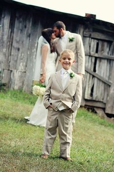 Favorite wedding party photos ... Valerie Shelton Photography .... little brother ringbearer