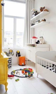 Uma casinha colorida na escandinava