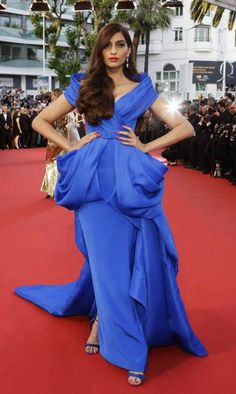 Sonam Kapoor's blue gown looks smashing against the red carpet. Say what?