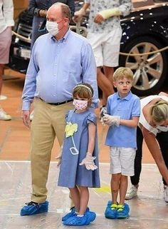 Royal Family Pictures, Charlene Of Monaco, Princess Charlene, Prince Albert, Cartier, Royals, Masks, Fashion, Royal Families