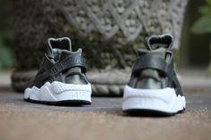 NIKE AIR HUARACHE WMNS (CARGO KHAKI/WHITE)   Sneaker Freaker