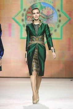 I want a dress like this. Batik Fashion, Abaya Fashion, Tribal Fashion, Fashion Dresses, Filipiniana Dress, Mode Shoes, Batik Dress, Ethnic Dress, Elegant Outfit