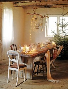 7 DIY ideas of decorating with dry branches Decoration Branches, Tree Branch Decor, Decoration Table, Tree Branches, Western Christmas, Outdoor Christmas, Rustic Art, Rustic Elegance, Christmas Table Settings