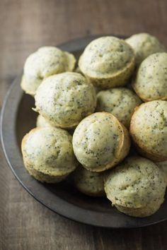 Spring-inspired Low Fodmap Lemon Poppy Seed Muffins are delicious and lightened-up, thanks to olive oil. They're also gluten free and dairy free! Gluten Free Recipes For Breakfast, Dairy Free Recipes, Snack Recipes, Diet Recipes, Crohns Recipes, Bread Recipes, Dessert Recipes, Fodmap Dessert Recipe, Fodmap Recipes