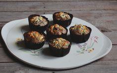 Ik ben dol op hartige muffins, ze zijn perfect al lunch of tussendoortje en zijn makkelijk te maken. Maak je er een heleboel (12stuks) en eet je die niet in drie dagen allemaal op, dan kunnen zij worden ingevroren. Zo kun jij elke dag een muffin uit de vriezer halen en meenemen al lunch of tussendoortje.