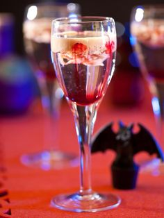 Halloween Drinks: The Brain Cocktail. See the recipe >  To-Die-For Halloween Cocktails #Halloween #party #cocktails