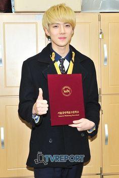 세 루 Sehun's high school graduation 120207
