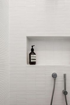 INAX Yohen Border ceramic tiles | H House by Marston Architects Photography Katherine Lu #Bathroomdesign