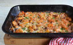 Cartofi la cuptor cu pui, cașcaval și smântână rețeta de caserolă gratinată | Savori Urbane Casserole, Oven, Curry, Pizza, Dishes, Chicken, Ethnic Recipes, Food, Buffet