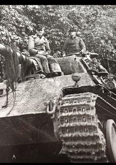 Close up details evident on this Panther Ausf G Panzer Iv, Mg 34, Panther Panzer, Panther Pictures, Armoured Personnel Carrier, Military Armor, Ww2 History, Tiger Tank, Ww2 Photos