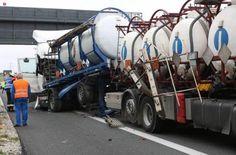 A6 bei Schwabach: Laster kracht am Stauende in Gefahrgut-Lkw Nürnberg - Foto: News5/Grundmann