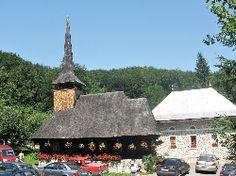 Biserica de lemn din Manastirea Izbuc Home Fashion, Romania, Cabin, House Styles, Home Decor, Decoration Home, Room Decor, Cabins, Cottage