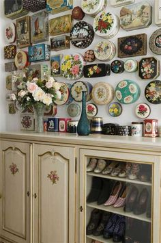 Beautiful vintage tin lids mounted on a wall https://www.facebook.com/MyJunkArta and http://www.kates-olde-world.com/