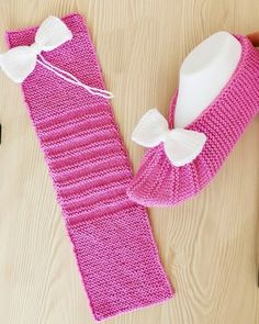 Knit Slippers Free Pattern, Baby Booties Knitting Pattern, Crochet Slipper Pattern, Knitted Slippers, Baby Knitting Patterns, Knitting Designs, Easy Knitting, Knitting Socks, Knitting Stitches