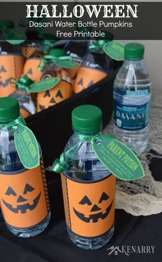 Halloween Dasani Water Bottle Pumpkins thank parents for coming to trick or treat. This free printable turns water bottles into festive Halloween snacks! Halloween Bunco, Halloween Labels, Halloween Snacks, Holidays Halloween, Halloween Office, Halloween Goodies, Halloween 2016, Halloween Night, Halloween Gifts