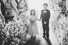 Dama de honra e pajem do casamento de Manuella e Tiago, publicado no Euamocasamento.com. As fotos são de Renata Xavier. #euamocasamento #NoivasRio #Casabemcomvocê
