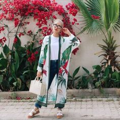 What to Wear With Floral Outer For Hijab Outfit – Hijab Fashion 2020 Hijab Fashion Summer, Modern Hijab Fashion, Muslim Fashion, Kimono Fashion, Modest Fashion, Trendy Fashion, Style Kimono, Hijab Style, Modest Dresses