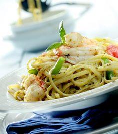 Λιγκουίνι με γαρίδες, πέστο, φασολάκια και ντοματίνια   Γιάννης Λουκάκος Snack Recipes, Healthy Recipes, Snacks, Healthy Meals, Tv Chefs, Greek Recipes, Pesto, Spaghetti, Pizza