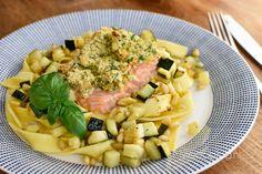 Pappardelle, knapperige zalm en courgette
