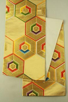 Gold Fukuro Obi (Rokutsu), Multiple Color and Tortoiseshell Pattern / 金地 多色の亀甲重ね柄 六通袋帯   #Kimono #Japan  http://www.rakuten.co.jp/aiyama/