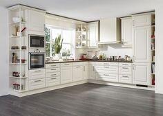 L-Form Landhausküche in Cremeweiß mit Holzarbeitsplatte