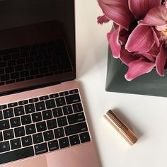 Rose Gold Macbook is absolutely stunning. Photo: by themacworld May 07 2016 at Macbook Gold, Macbook Pro, Macbook Apple, Macbook Air 13 Pouces, Rose Gold Pink, Rose Gold Mac Book, Rose Gold Laptop, Rich Cars, Rose Gold Aesthetic