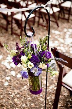perfect wedding idea    Ay para la iglesia una decoración así sería bella.. bueno, si decidimos hacerlo por la iglesia. Simplemente algo así por el pasillo y ya.