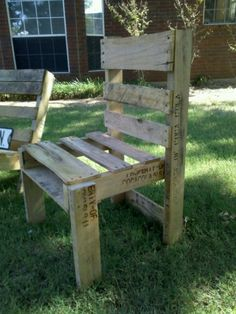 wooden pallet chair. really easy to make! you would be suprised! just some saw a few places here and there, add some screws and wala!