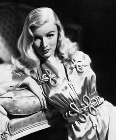 Get hair like Veronica Lake: do the peek-a-boo! on http://www.queensofvintage.com