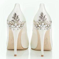 """21 To se mi líbí, 2 komentářů – Bride de Force (@bridedeforce) na Instagramu: """"Big shiny heels  Thoughts?"""""""