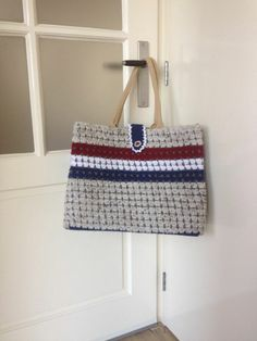 De Sastas! Een Albert Heijn tas omgehaakt in stijl van postbode zak