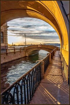. Perfect Place, The Good Place, Life Is Beautiful, Beautiful Places, Historical Monuments, Cities In Europe, Petersburg Russia, Travel Alone, City Lights