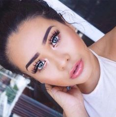 These are 10 of the best fake eyelashes brands that you should know about! These false lashes are the easiest to apply, put on and take off! Best Fake Eyelashes, Applying False Eyelashes, Applying Eye Makeup, Longer Eyelashes, Best Lashes, Eyelash Brands, Eyelash Sets, Makeup Brush Storage, Evening Makeup