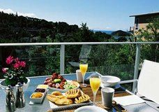 Bed and Breakfast Accommodation in Bay of Islands NZ Bay Of Islands, Bed And Breakfast, Vacation Ideas, Decks, New Zealand, Travel Ideas, Deck, Terrace, Terraces