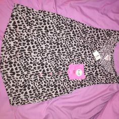 Victoria's Secret PINK grey leopard tank top Grey leopard tank top with pink pocket. The side of sleeves are a little more open than a regular tank, so side of bra strap with probably show. PINK Victoria's Secret Tops Tank Tops