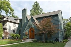 Study up on these beautiful homes near college campuses (photo credit: Zillow)  http://nbcnews.to/NETRFn