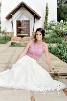 Top and skirt bridesmaids design. Anna skirt with lace crop top. High waist skirt. White and pink bridesmaids dress.