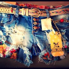 Cute Distressed Shorts with belt.