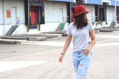 OUTFIT: Oh boyfriend jeans and a red hat