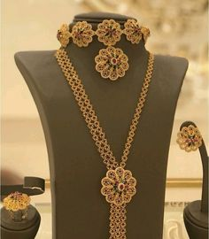 Dm for credit . Gold Choker, Gold Necklace, Beauty Style, Fashion Beauty, Gold Set, Antique Jewelry, Chokers, Bangles, Indian