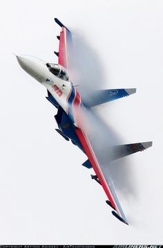 Russian Su-27 'Flanker' Air Superiority fighter --- Russian Knight pulling 'hot' manoeuvres !!